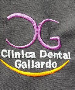 Bordado del Logo en tu Ropa Laboral Clinica Dental